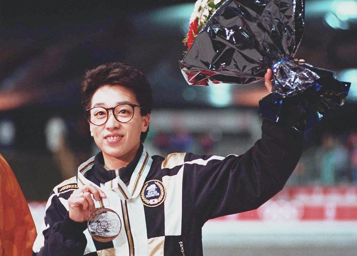 写真・図版 : 1992年、アルベールビル冬季五輪大会のスピードスケート女子1500メートルで銅メダルを獲得した橋本聖子選手