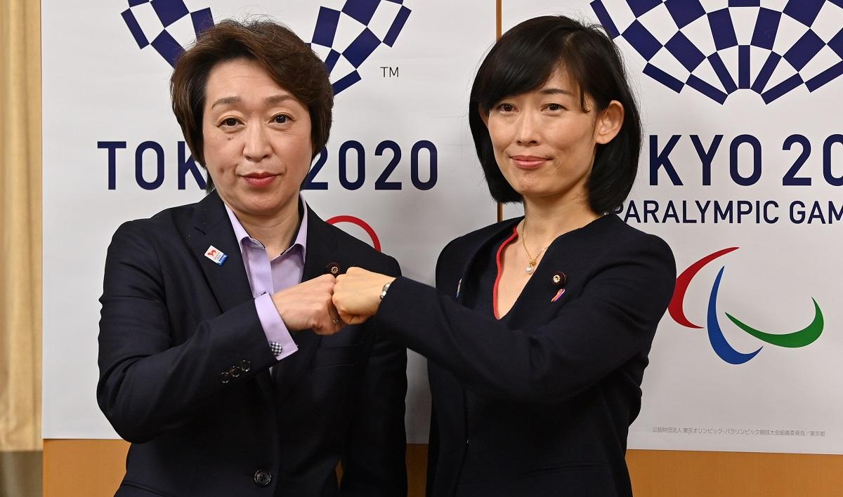 東京五輪・パラリンピック大会組織委員会の橋本聖子会長(左)と丸川珠代五輪相。この人事が意味するものは……