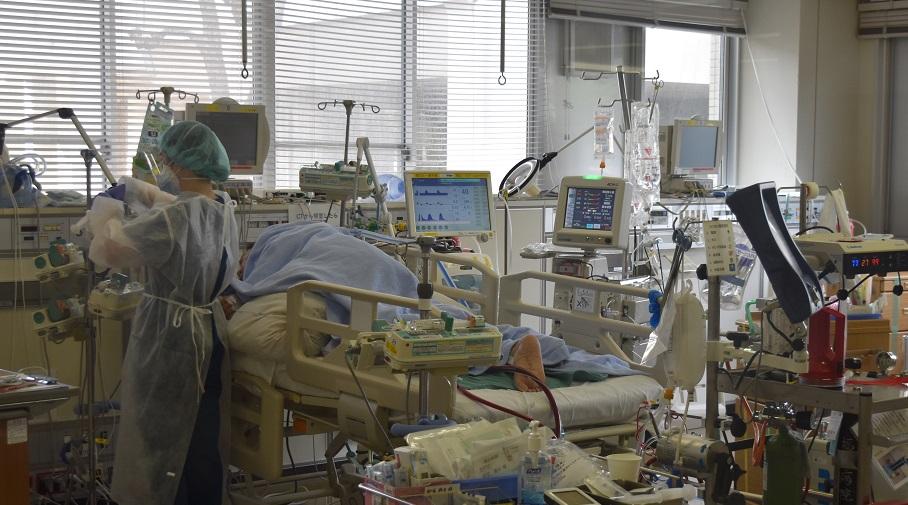写真・図版 : 新型コロナウイルスに感染した重症患者を治療する福岡大学病院ECMO(エクモ)センター=2021年1月21日、福岡市城南区七隈7丁目、小林太一撮影