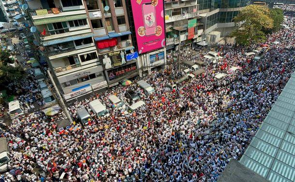 ミャンマーの若者たち、IT駆使しスマートに行動 「その勇気と愛国心に敬意」NLD議員インタビュー〜ヤンゴン緊急リポート第六弾