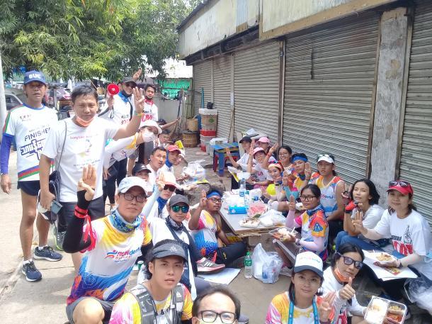 2月18日 抗議デモに参加した市民ランナーグループ(著者撮影)