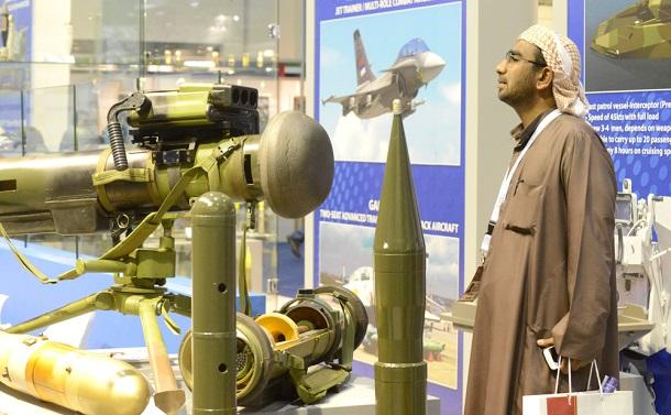 写真・図版 : アブダビで2年に一度開催される「国際防衛展示会・会議」(IDEX) z.o.y.a / Shutterstock.com