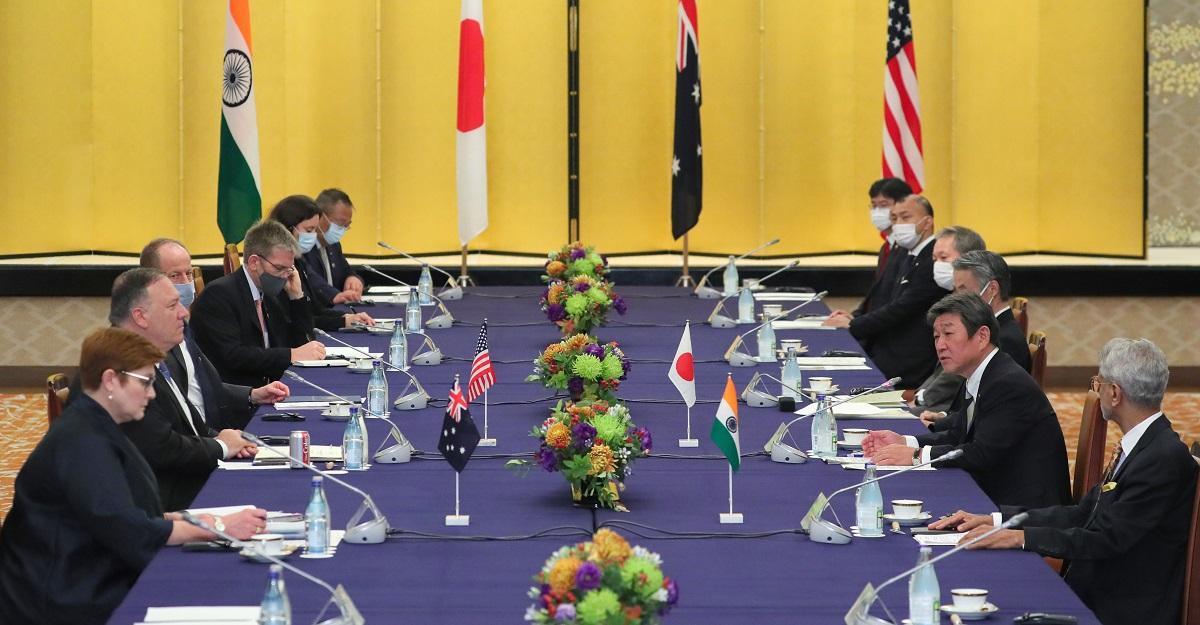 写真・図版 : 日米豪印外相会談=2020年10月6日、東京都港区の飯倉公館