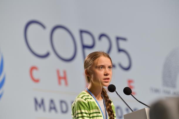 第25回国連気候変動枠組み条約締約国会議(COP25)で演説する環境活動家のグレタ・トゥンベリさん=2019年12月11日、スペイン・マドリード