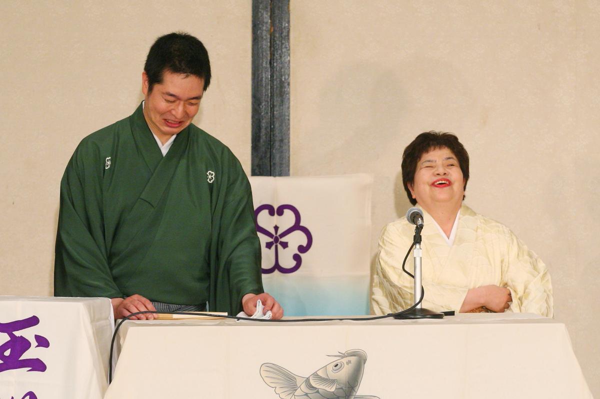 写真・図版 : 玉川太福(左)と大利根勝子=森幸一撮影