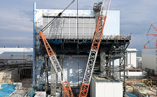 写真・図版 : 廃炉作業が進む福島第一原発2号機=2021年2月1日
