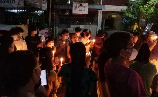 ミャンマー、街路に響く追悼の歌声、無数のろうそくの灯火~ヤンゴン緊急リポート第八弾