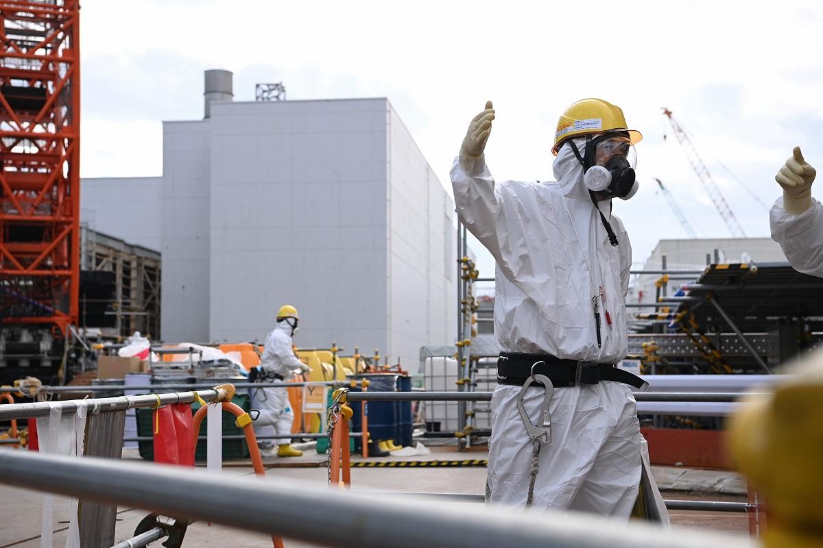 写真・図版 : 福島第一原発構内での作業=2021年2月1日