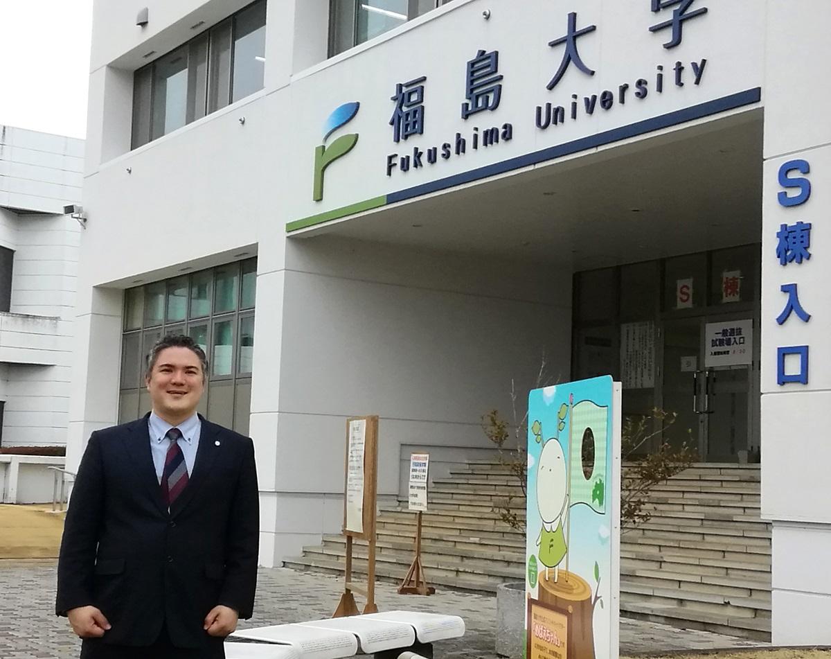 写真・図版 : 福島大キャンパスのマクマイケルさん