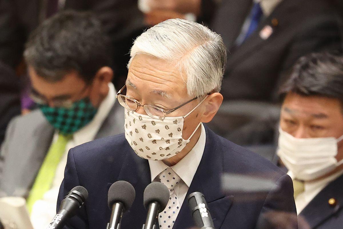 写真・図版 : 衆院予算委で日本維新の会の足立康史氏の質問に答弁するNHKの前田晃伸会長=2021年3月2日