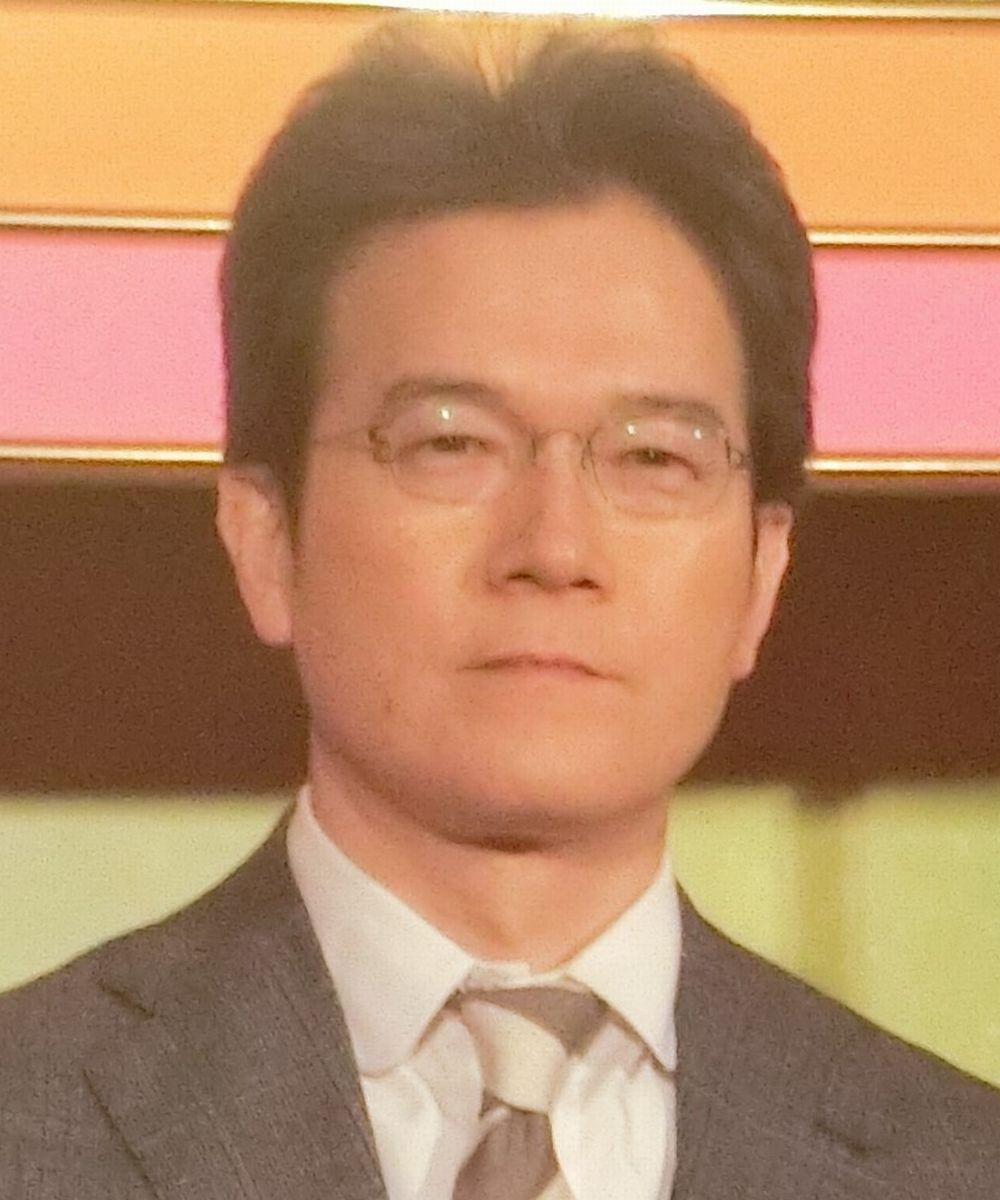 写真・図版 : NHK「ニュースウオッチ9」の有馬嘉男キャスター=2017年、東京都渋谷区
