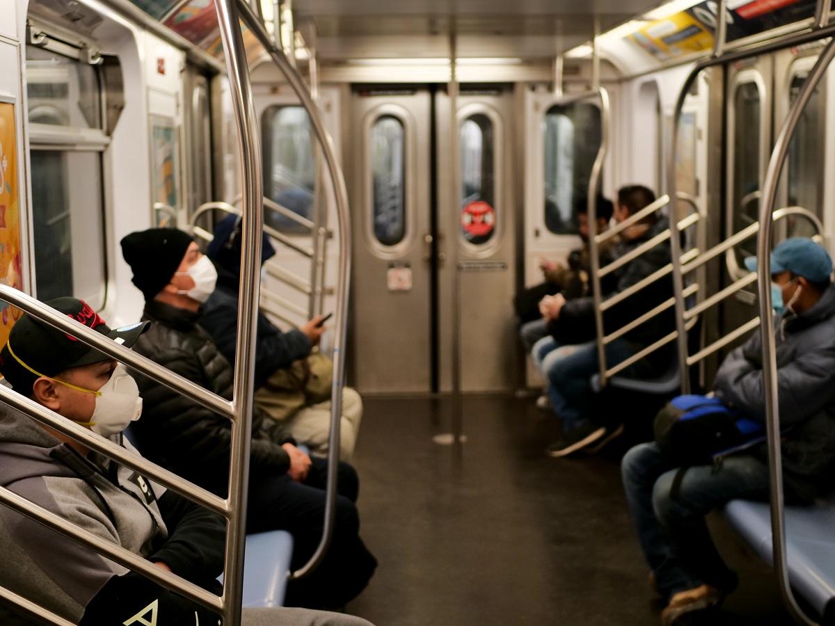 写真・図版 : ニューヨーク市内の地下鉄 Kevin Benckendorf/Shutterstock.com