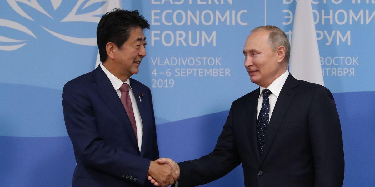 写真・図版 : 安倍晋三首相とロシアのプーチン大統領との27回目の首脳会談=2019年9月5日、ロシア・ウラジオストク