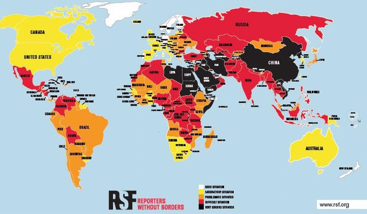 写真・図版 : 「国境なき記者団」が発表した2020年の「報道の自由度ランキング」を調査対象の180カ国・地域別に色分けした地図