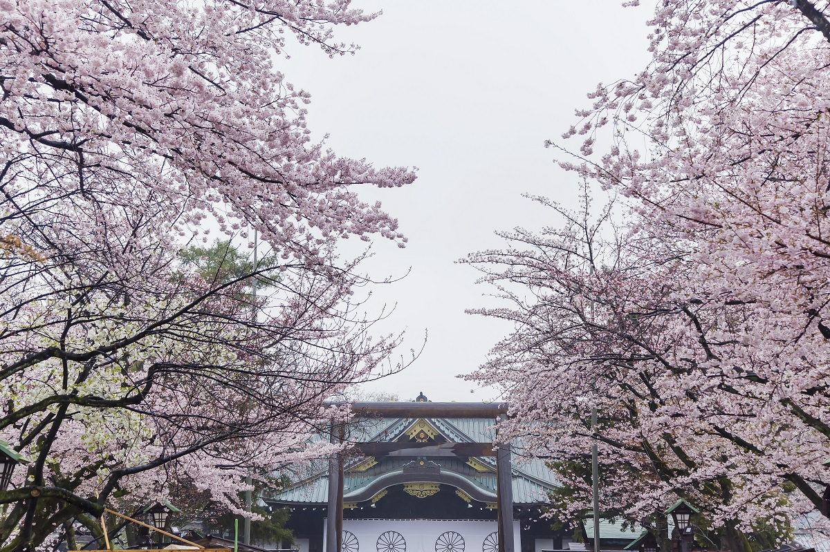 写真・図版 : 靖国神社(東京都千代田区) CK Ma/shutterstock.com
