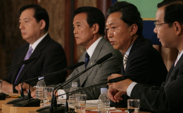日本記者クラブで質問に答える民主党・鳩山代表(当時、2009年8月撮影)