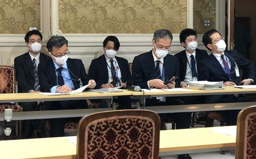 合同ヒヤアリングに出席した財務省幹部ら=撮影・筆者