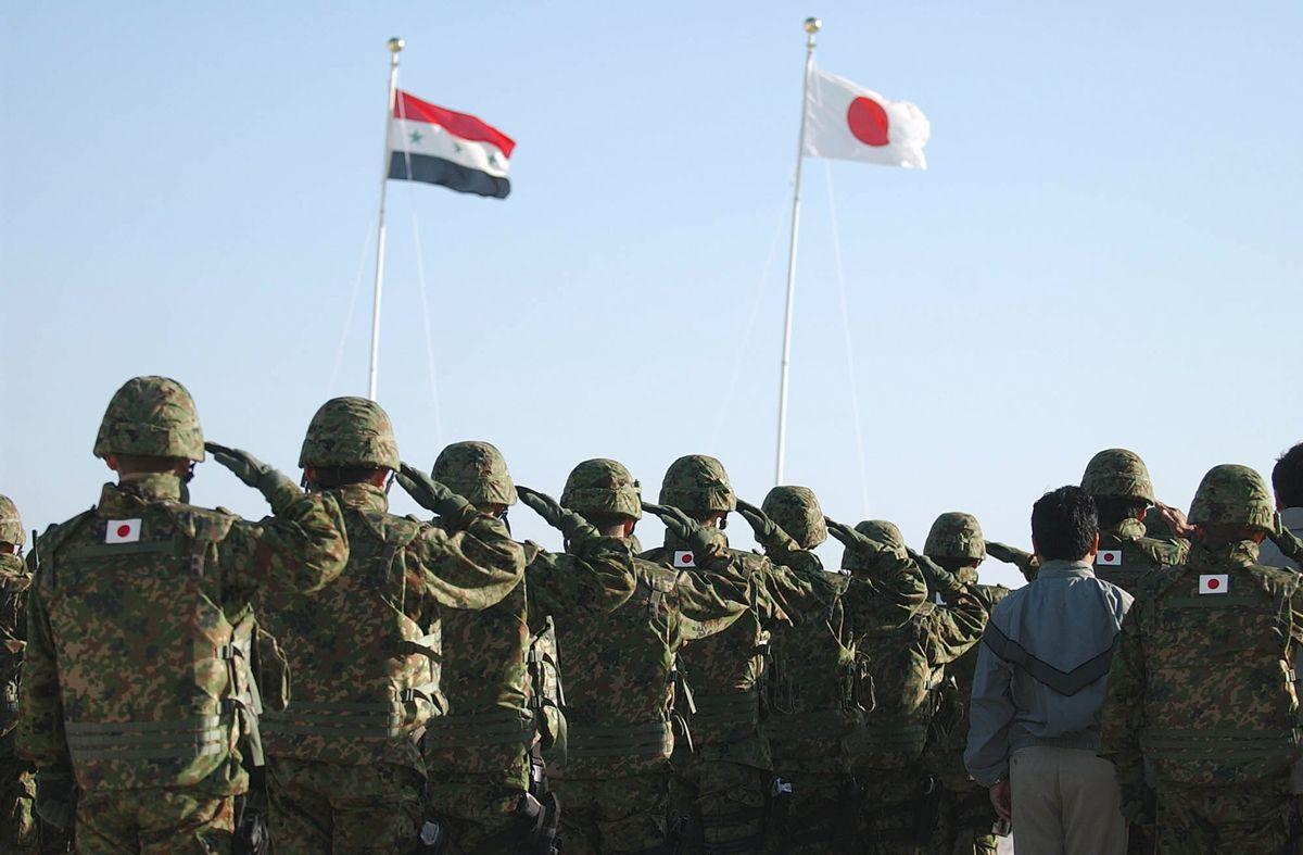 写真・図版 : 2004年、イラク・サマワの陸上自衛隊宿営地=朝日新聞社