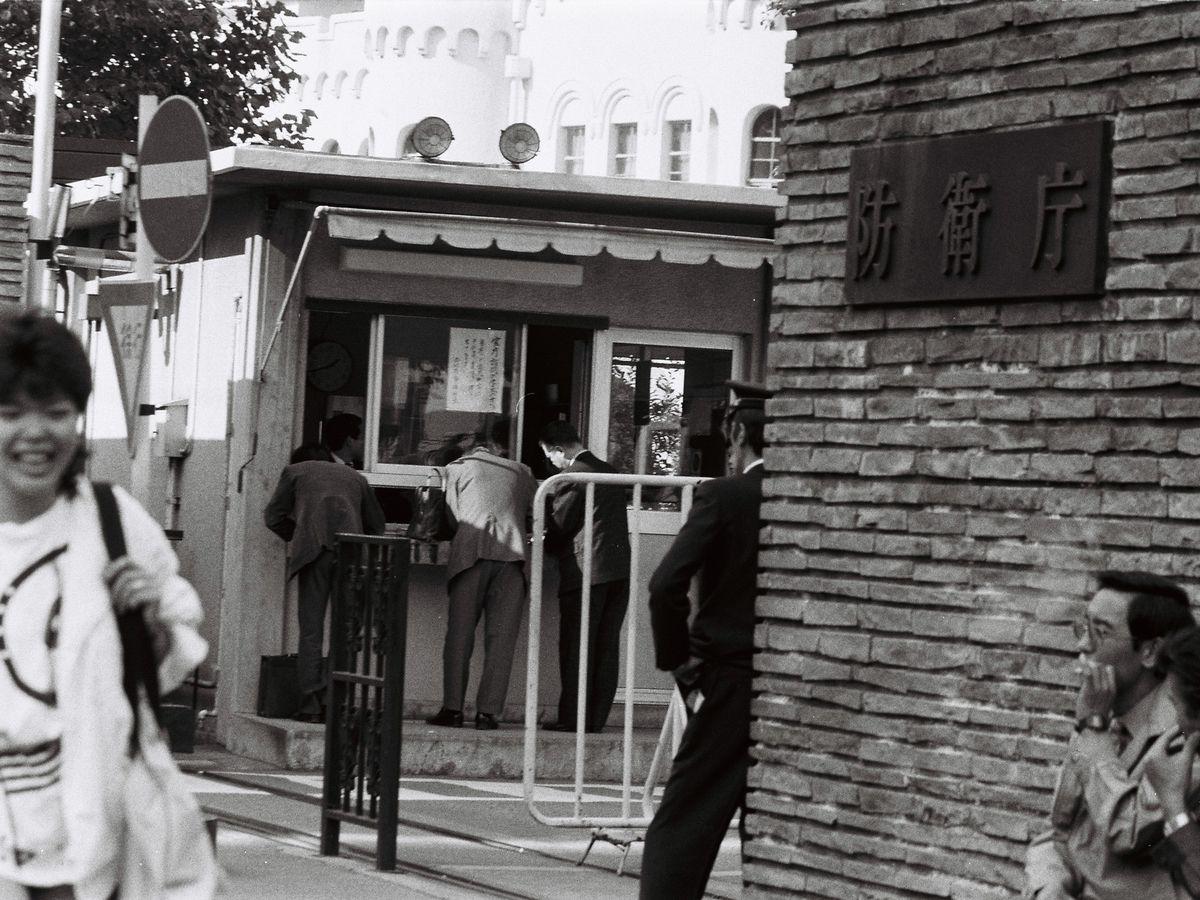 写真・図版 : 1985年、東京・檜町にあった防衛庁=朝日新聞社