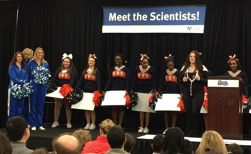 写真・図版 : アメリカ科学振興協会(AAAS)の「USA Science & Engineering Festival 」の一場面。AAASではこうした楽しい催しも多数企画される=2016年2月、米国DC近郊