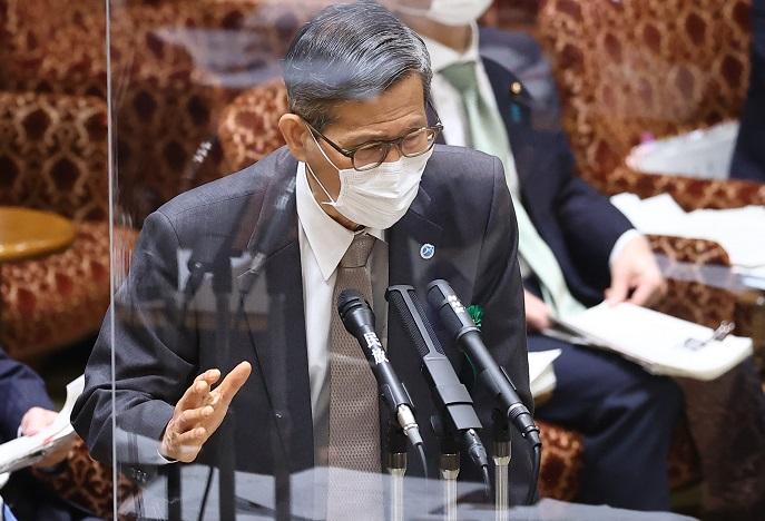 写真・図版 : 参院予算委で専門家として答弁する尾身茂・新型コロナウイルス対策分科会会長=2021年3月25日
