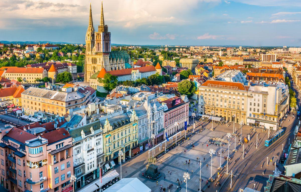 写真・図版 : ザグレブの旧市街(Dreamer4787/Shutterstock.com)