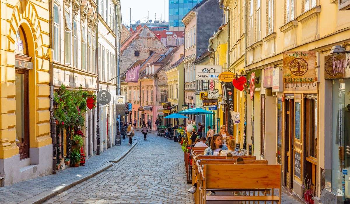 写真・図版 : 2019年秋のザグレブの街(Finn stock/Shutterstock.com)
