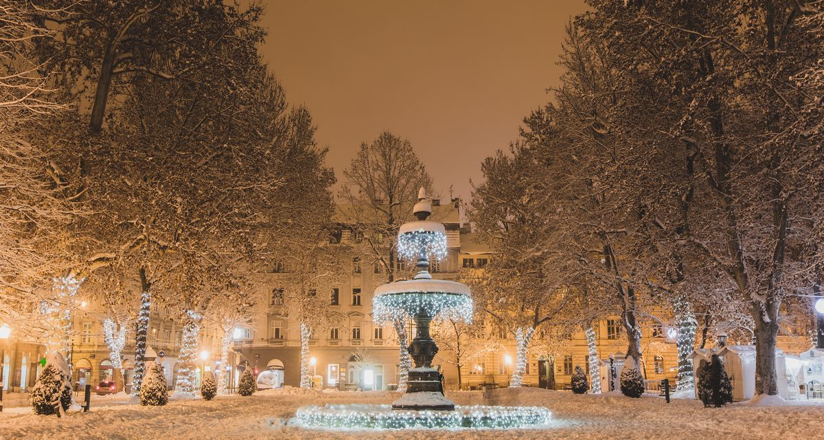 写真・図版 : 冬のザグレブ(Dinko Galic/Shutterstock.com)