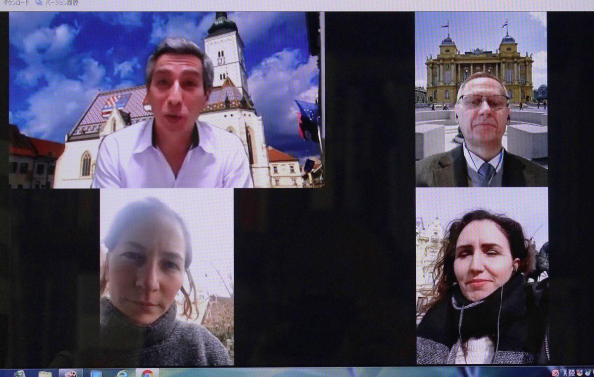 写真・図版 : ザグレブツアー開始時のパソコン画面。上側左から時計回りで、エドワード片山代表、ドラジェン・フラスティッチ駐日大使、現地ガイドのクリスティーナ・ボジッチさん、医師のイヴァ・キラッツさん=筆者撮影