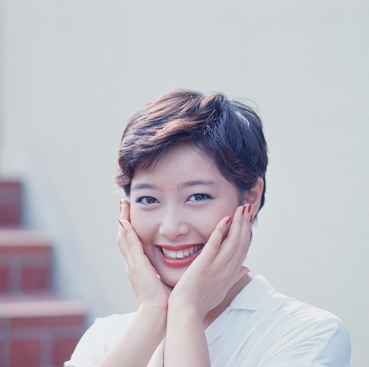 写真・図版 : 夏目雅子=1977年6月