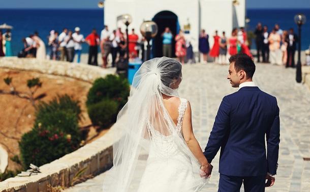 婚姻時の改姓を禁じた法改正で夫婦別姓に大転換 ギリシャ