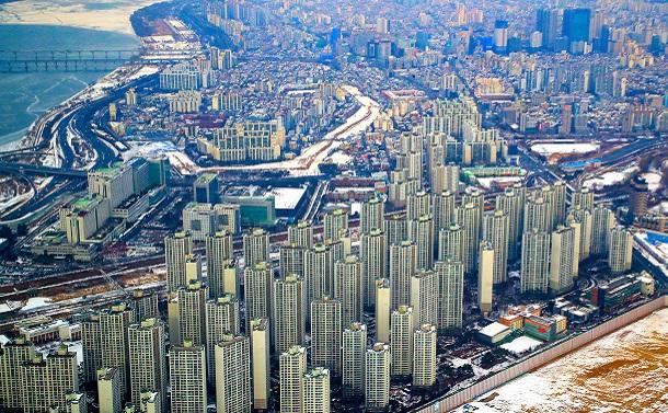価格が急騰するソウル・江南地区のマンション=2021年1月11日、東亜日報提供 2021年1月