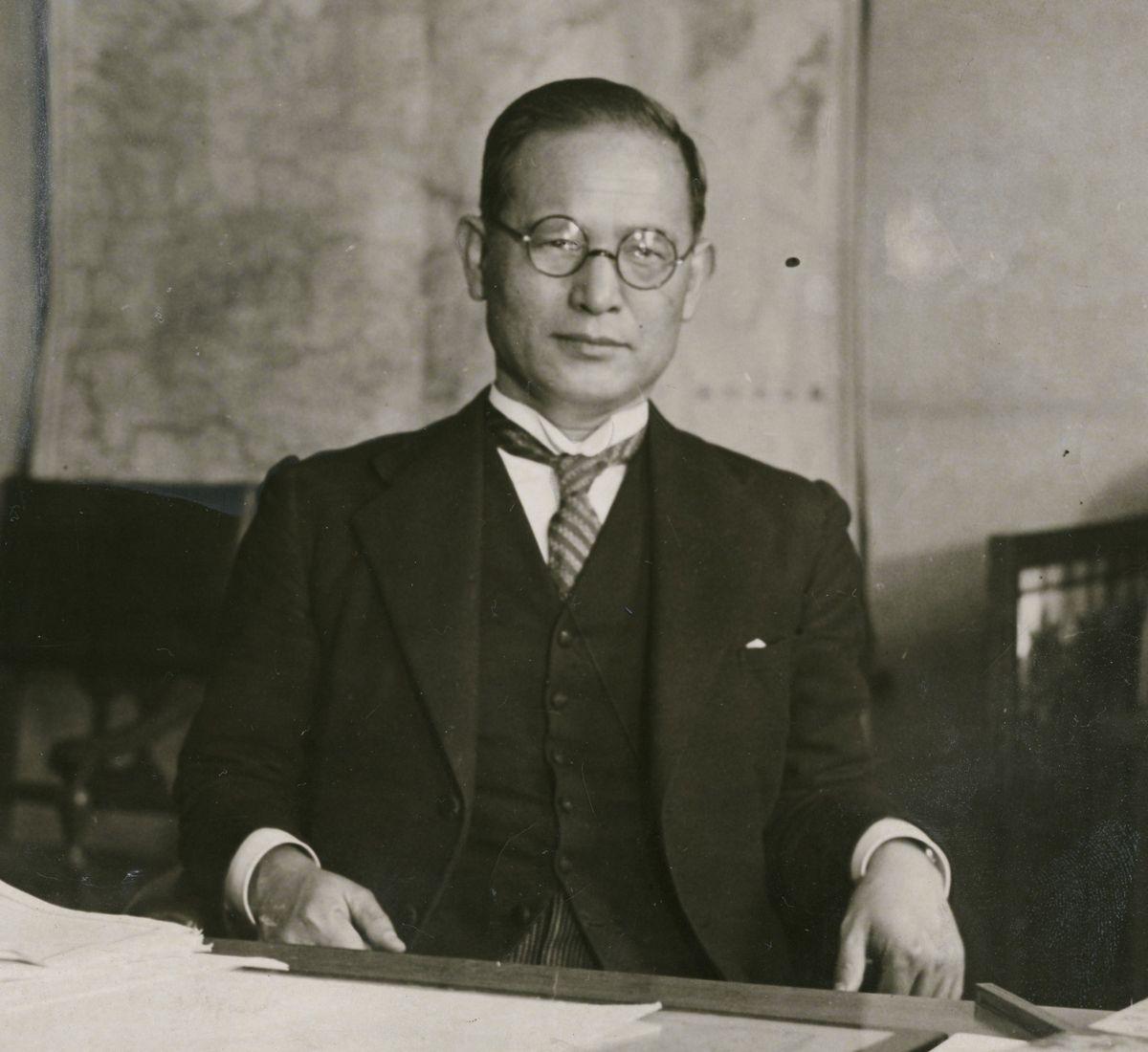 写真・図版 : 外務次官のころの重光葵=1934年