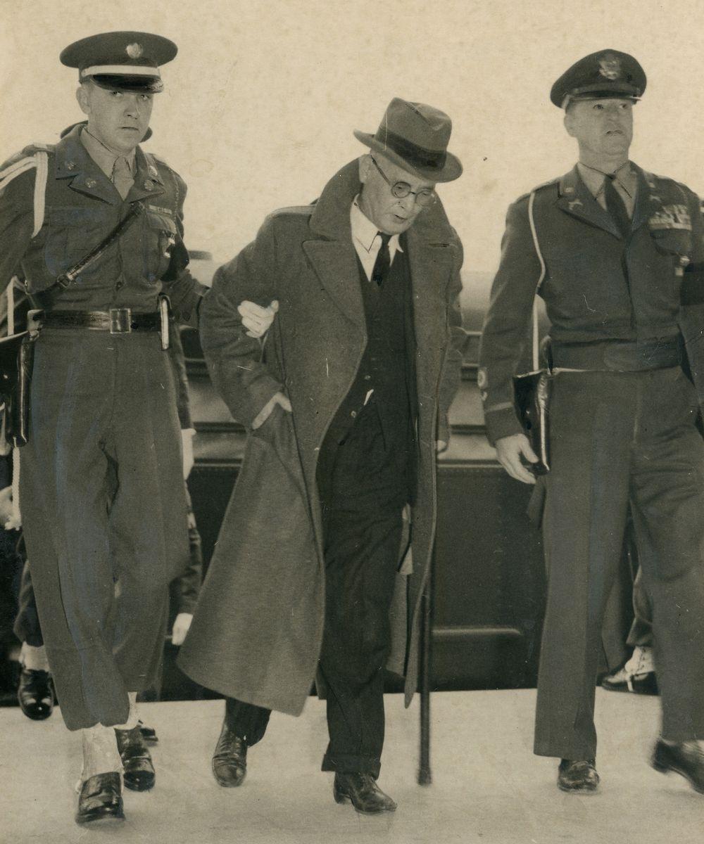 写真・図版 : 東京・市谷の極東国際軍事裁判所に出廷する重光葵被告=1948年11月