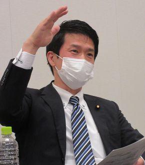 写真・図版 : 小川淳也さん=2021年4月14日