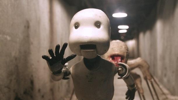 写真・図版 : 『JUNK HEAD』 凶暴なマリガン「スパイク」に追いかけられる主人公パートン ©2021 MAGNET/YAMIKEN