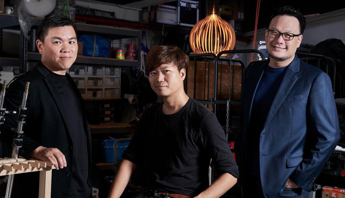 写真・図版 : 左から蔡廉明(アンドリュー・チョイ)共同プロデューサー、陳梓桓(チャン・ジーウン)監督、任硯聰(ピーター・ヤム)プロデューサー=映画「BlueIsland 憂鬱之島」のクラウドファンディングのウェブ画面から