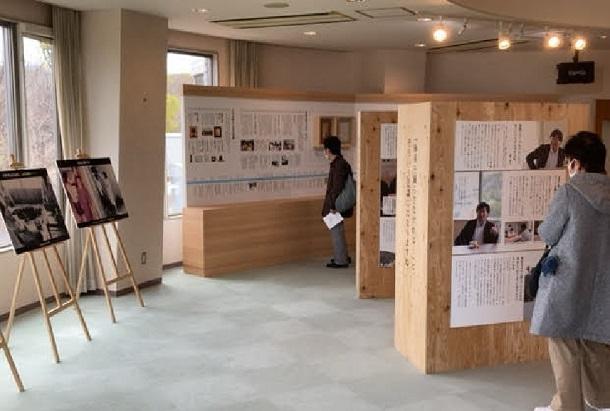 写真・図版 : 久山町の「健康のまちづくり」をつないできた歴史や人々の思いなどを紹介した「ひひひ展」の会場=2021年3月12日、福岡県久山町