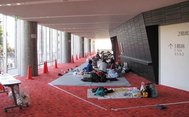 写真・図版 : 避難所になっていた時の「いわきアリオス」