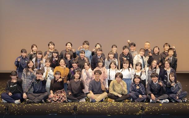 写真・図版 : 「いわきアリオス演劇部」のメンバー=吉田和誠撮影