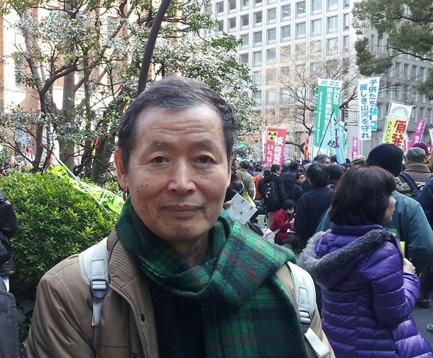 写真・図版 : 反原発デモに参加する柄谷行人氏=2012年3月11日、東京・日比谷公園