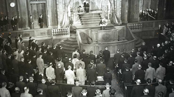 写真・図版 : 日本学術会議法が成立した1948年の国会では、日本国憲法施行1周年を祝う式典が5月3日に参議院本会議場でおこなわれた
