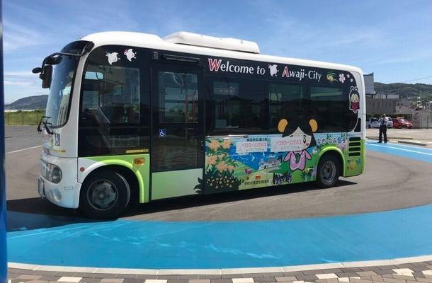 写真・図版 : 淡路島の地域の足となっているコミュニティバス「あわ神あわ姫バス」(筆者撮影)