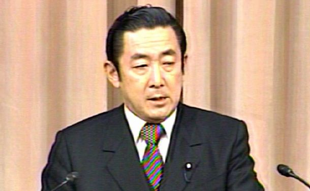 写真・図版 : 記者会見する橋本龍太郎首相=1997年12月17日、NHKテレビから
