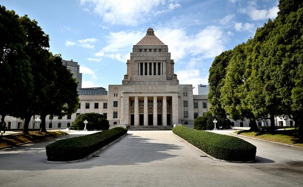写真・図版 : 国会議事堂 TAKASHI SUZUKI/shutterstock.com