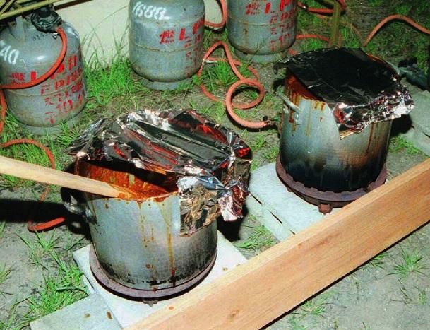 写真・図版 : 「和歌山カレー事件」で自治会の夏祭りにつくられたカレー=1998年7月25日、和歌山市園部