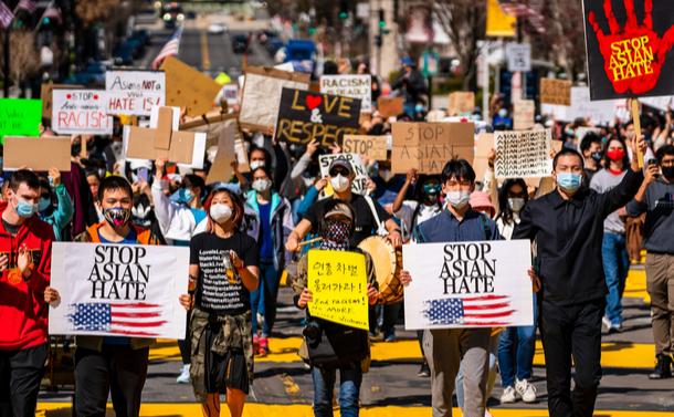 写真・図版 : アジア人への差別に反対するデモ=sutterstock.com