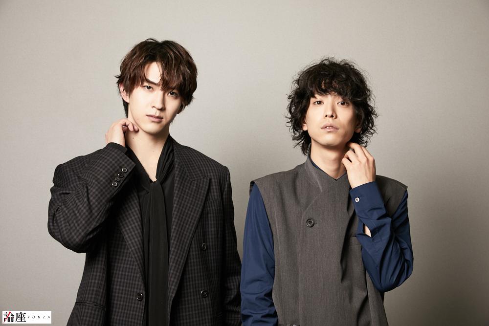 写真・図版 : 黒羽麻璃央(右)&甲斐翔真=森好弘 撮影