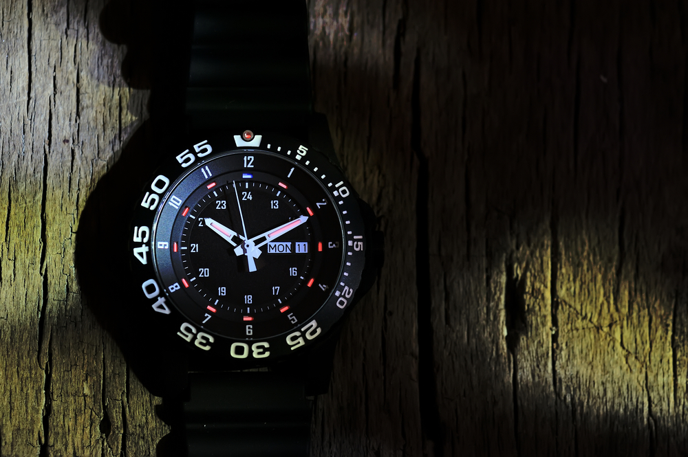 写真・図版 : トリチウムは1990年代まで、腕時計の夜光塗料としても利用されていた Shutterstock.com