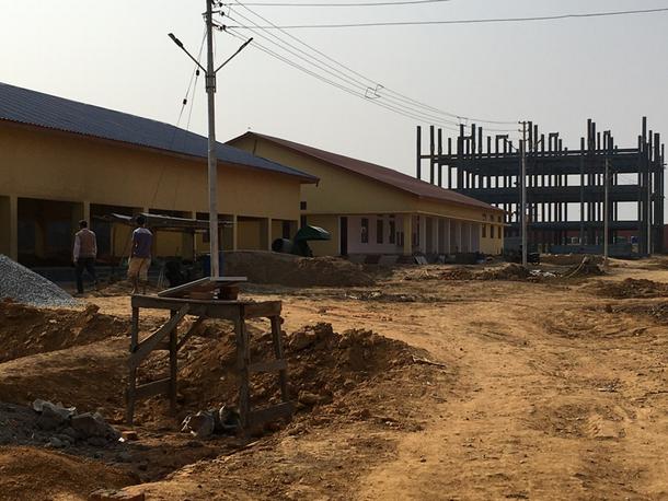 写真・図版 : 建設中の拘留所の写真。アッサム州ゴアルパラ県、2020年2月撮影